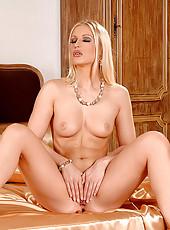 Hot blonde babe Jasmin masturbates