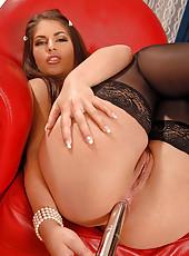 Valentina enjoys anal insertions