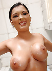 Jasmine gets messy in the bathroom