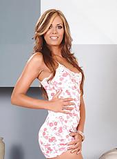Flirty alluring hot babe Melissa