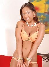 Hot Jade relaxingly posing on cam