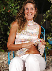 Fantastic 50 year old LA Valkenberd shows off her stuff outdoors