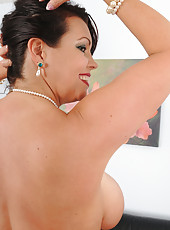 Working girl Angelica Sin from AllOver30 lets loose her massive mams