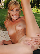 36 year old Stacey Y from AllOver30  spreading on the grass outdoors