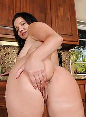Hot 45 year old housewife Pepper Ann enjoying a fresh coffee naked