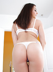Chanel Preston lets you see inside