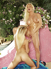 Diamond Foxxx outdoor lesbian fun
