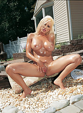 Gina Lynn strips before oiling up