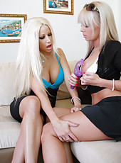 Blonde Lesbians Fuck In Pics