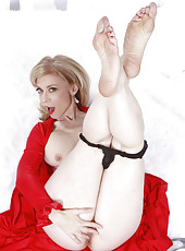 Nina Hartley solo with toys