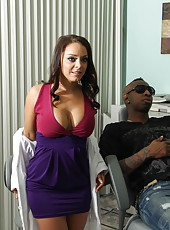Big ass dentist Liza Del Sierra fucked black patient in her cabinet