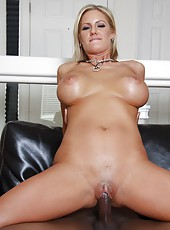 Hot blonde mom Zoey Holiday fuck her black fitness trainer after workout