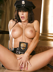 Jenna Presley shows her pussy and gets pleasure from an amazing masturbation