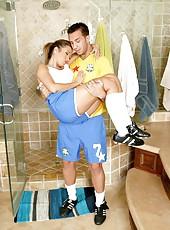 Hardcore fuck with a dangerous bitch Capri Cavanni in the bathroom