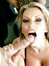 Dangerous milf Courtney Cummz gets a sperm on the pretty face