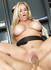 Busty patrol by amazing milf Tyler Faith caught sexy chief with erected cock
