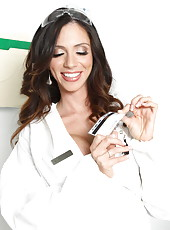 Chemist with big boobs Ariella Ferrera caught by police and fucked right in the laboratory