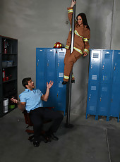 Super hot firefighter Jayden Jaymes gets on the dick after sweet pussy licking