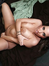 Hot babe Kelly Divine treats us with most delicious part of her great body