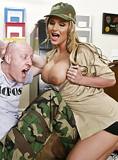 Recruiting officer milf Phoenix Marie fucking with tattooed hot guy