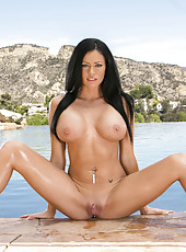 Brunette milf goddess Aryana Augustine and her unforgettable curvaceous lines