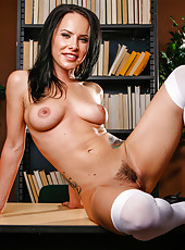 Teen milf Katie St. Ives spreads her legs and rubs a trimmed pussy