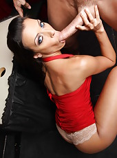 Horny milf Rachel Starr got a big and powerful present today