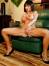 Elegant business lady Nikki Benz surprises with her huge round boobs and sweet pussy