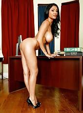 We wanna present you mesmerizing babe Priya Anjali Rai in the solo strip scene