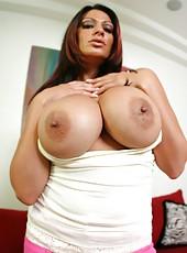 Fascinating milf Ava Lauren surprises us with her incredible boobs