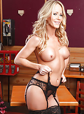 Blonde milf with big boobs Simone Sonay demonstrates her body in the best poses