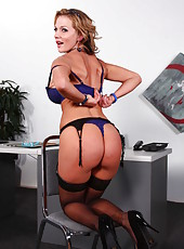 Horny business lady Nikki Sexx stripteases during lunch break