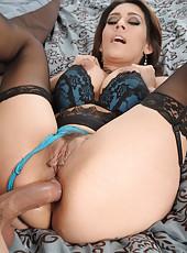 Top-class milf Raylene tastes fresh cum after great anal fuck