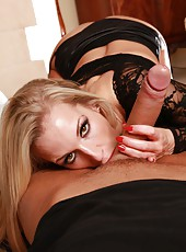 First-class blonde milf Rebecca Moore shows us what is named real sex