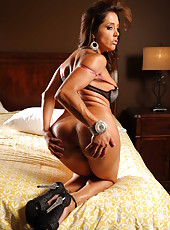 Astounding model-quality milf Francesca Le shows off her big tits and sweet ass