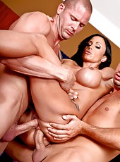 Brave milf pornstar Jewels Jade getting penetrated hard by two rough fellows