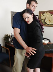Caroline Pierce dominates over her employee and sucks his big cock