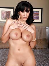 Splendid chick Veronica Rayne dancing striptease and having lots of fun