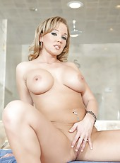 Unforgettable milf Nikki Sexx showing fuckable butt and spreading pussy