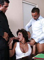 Divorced pornstar Deauxma prefers huge yummy wieners and anal penetrations
