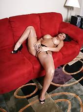 Booty milf pornstar Priya Anjali Rai showing her secrets on camera