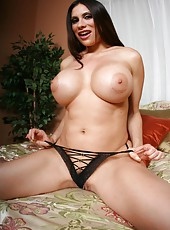 Milf babe Sheila Marie enjoys showing her sweet melons while playing sports