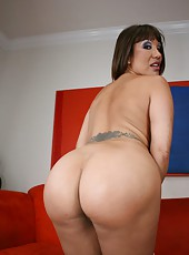 Spoiled pornstar Ava Devine shows an awesome striptease and big boobies