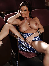 Sexy lady Diamond Foxxx shows her juicy pussy and delicious big boobs