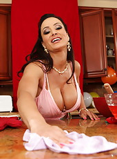 Hardcore fuck with a gorgeous brunette bitch Lisa Ann in the kitchen