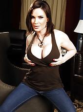 Nasty brunette minx Diamond Foxxx rubs her gorgeous pussy and tasty boobs