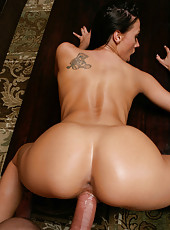 Pretty and gorgeous bitch Rachel Starr opens her mouth and gives a crazy blowjob