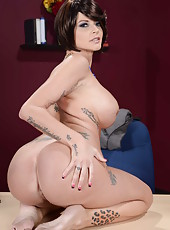 Busty brunette milf Joslyn James rubs her big tits and gets pleasure