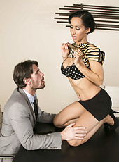 Dangerous brunette minx Isis Love gets a sperm on the juicy lips