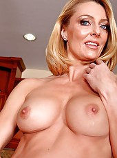 Sweet scene with a naughty mommy Brenda James in the kitchen